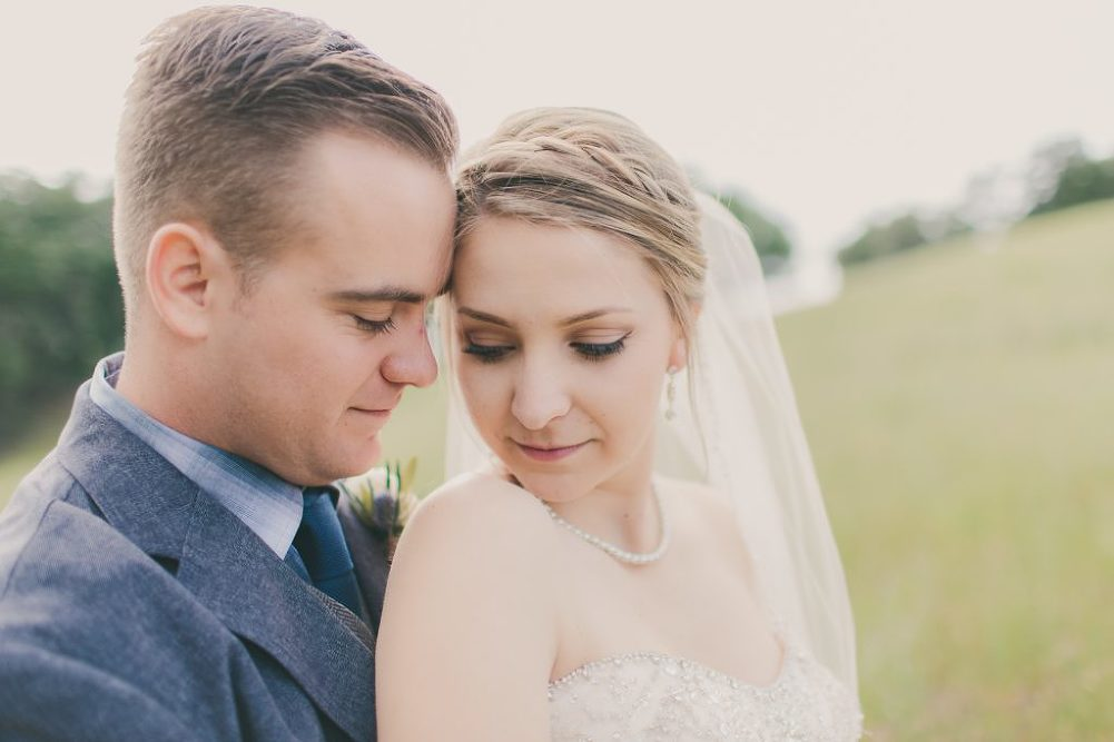 Soft & Glamourous Countryside Wedding| Lindsey Gomes Photography_0007