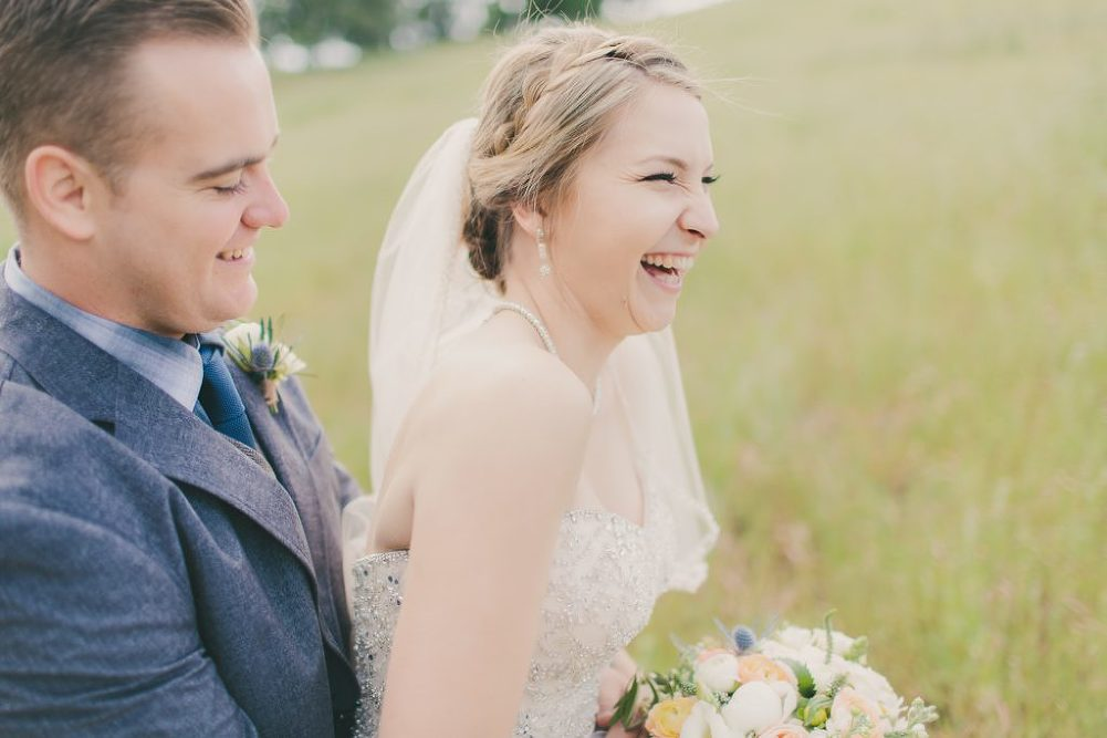 Soft & Glamourous Countryside Wedding| Lindsey Gomes Photography_0008