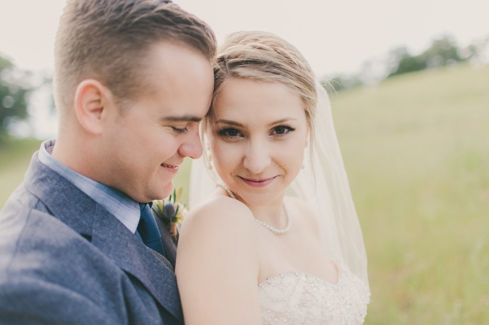 Soft & Glamourous Countryside Wedding| Lindsey Gomes Photography_0009