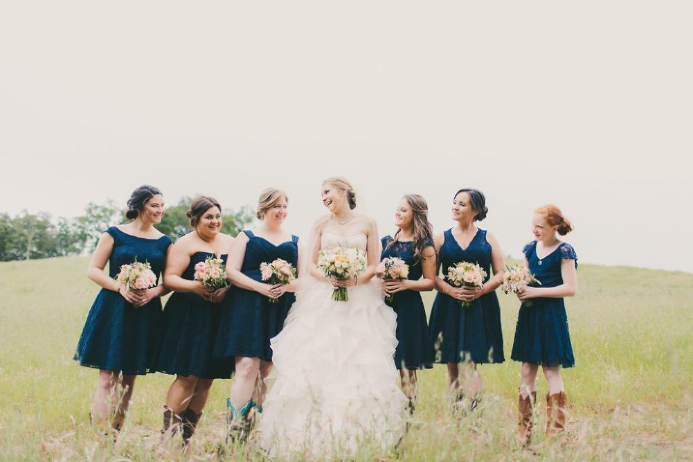 Soft & Glamourous Countryside Wedding| Lindsey Gomes Photography_0012