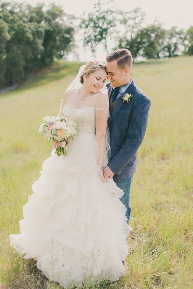 Soft & Glamourous Countryside Wedding| Lindsey Gomes Photography_0034