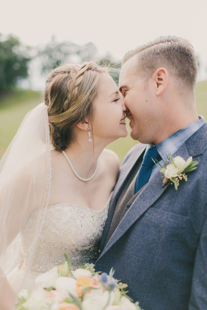 Soft & Glamourous Countryside Wedding| Lindsey Gomes Photography_0035
