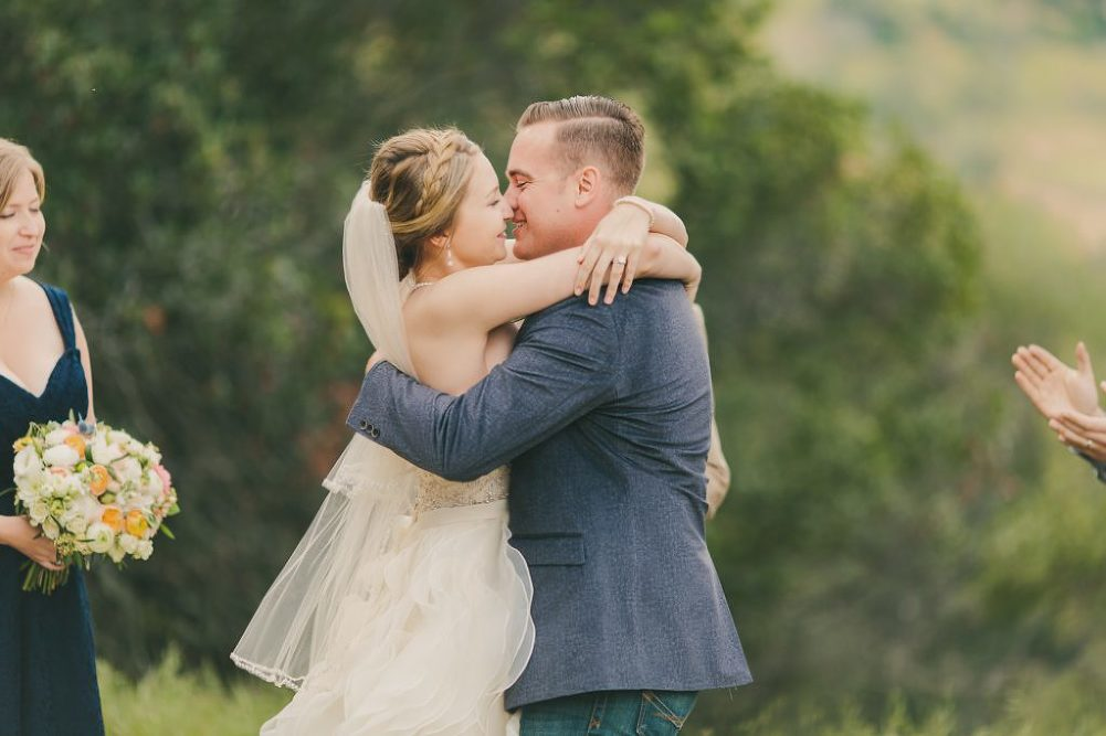Soft & Glamourous Countryside Wedding| Lindsey Gomes Photography_0043