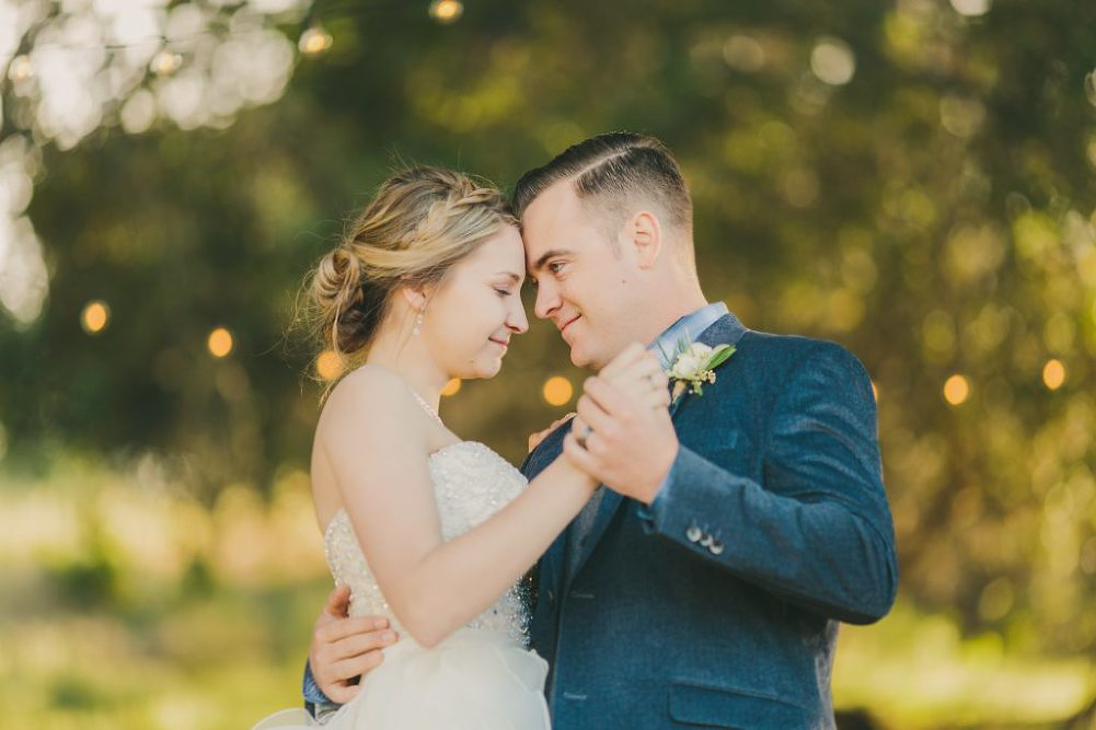 Soft & Glamourous Countryside Wedding| Lindsey Gomes Photography_0052