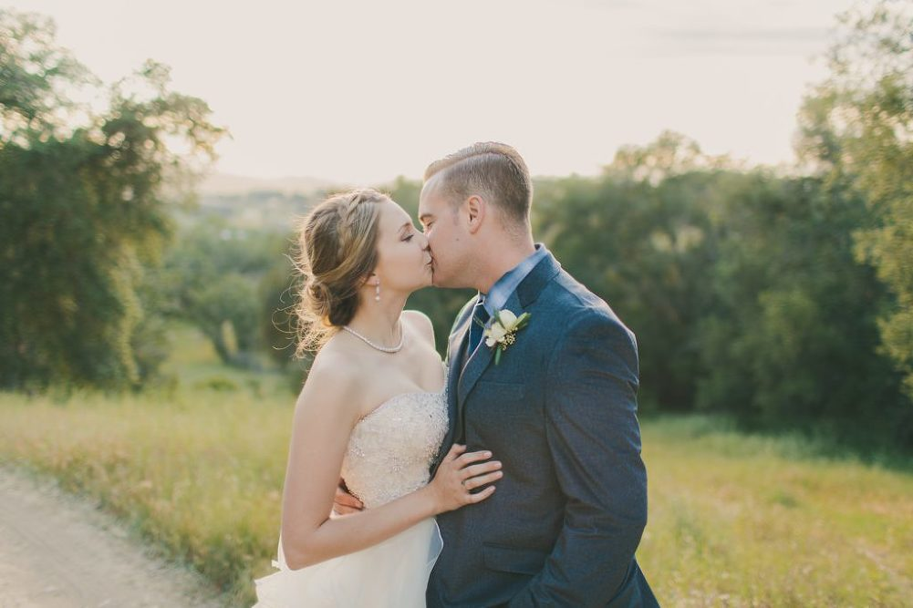 Soft & Glamourous Countryside Wedding| Lindsey Gomes Photography_0057