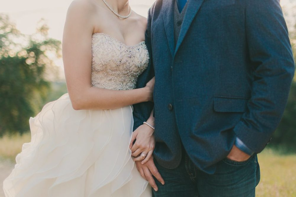 Soft & Glamourous Countryside Wedding| Lindsey Gomes Photography_0061