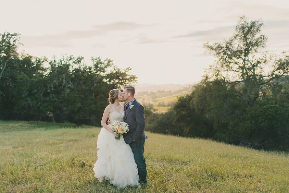 Soft & Glamourous Countryside Wedding| Lindsey Gomes Photography_0062